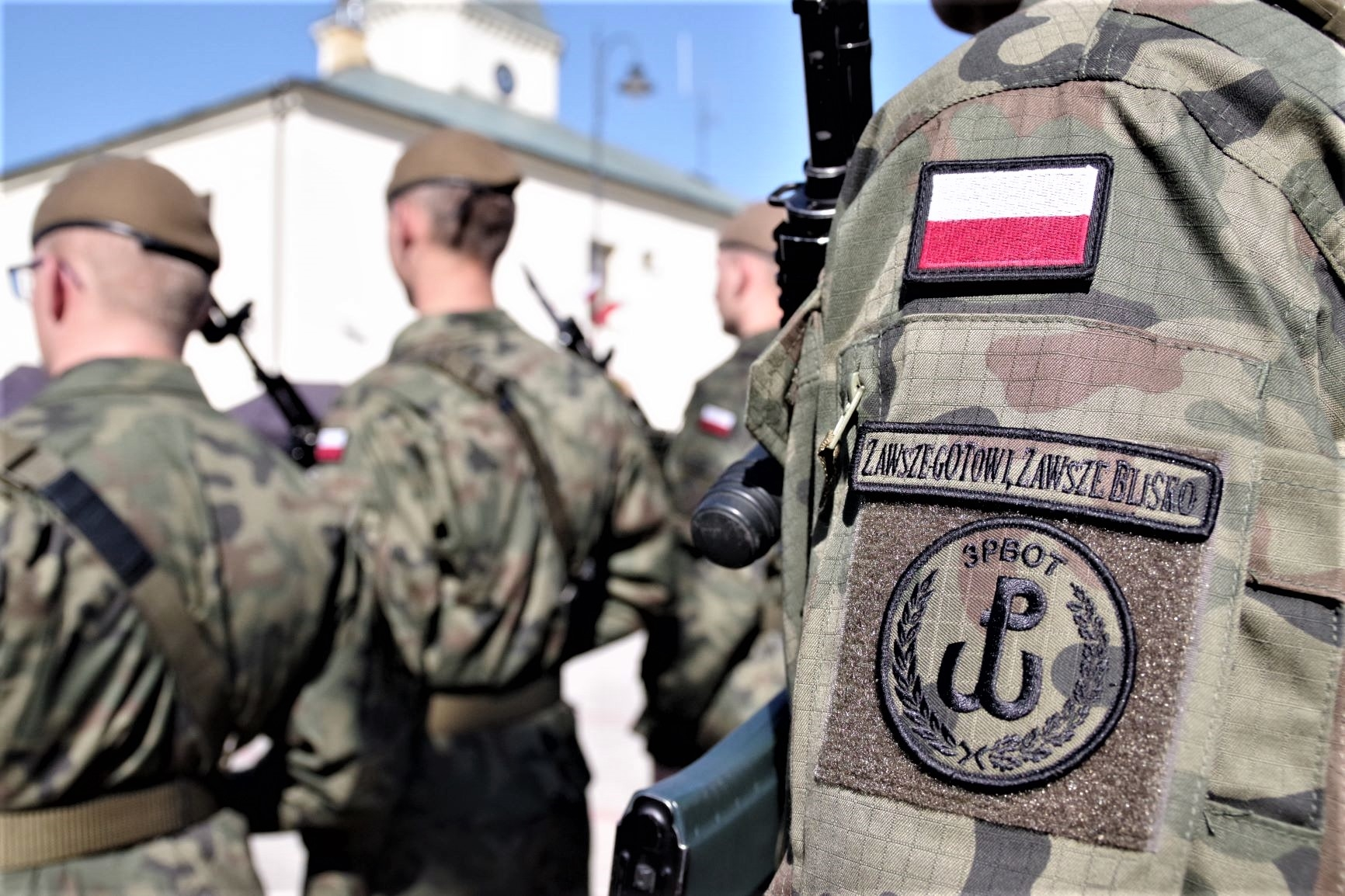 Żołnierze Podkarpackiej Brygady Obrony Terytorialnej w Nisku wypowiedzą słowa roty przysięgi wojskowej [FOTO] - Zdjęcie główne