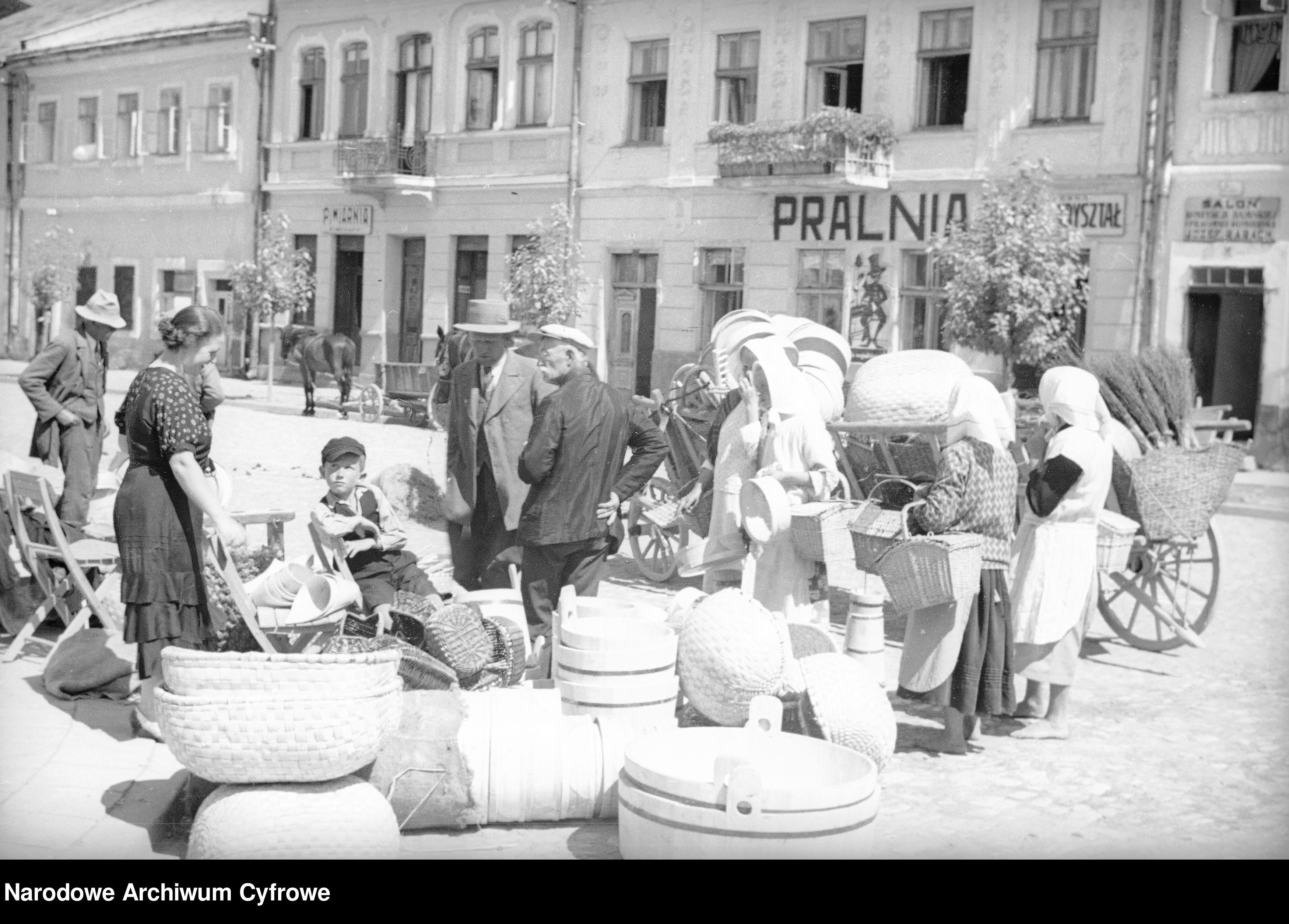 Sanockie i inne okoliczne bazarki jesienne. Taka handlowano w poprzednim stuleciu [ZDJĘCIA] - Zdjęcie główne