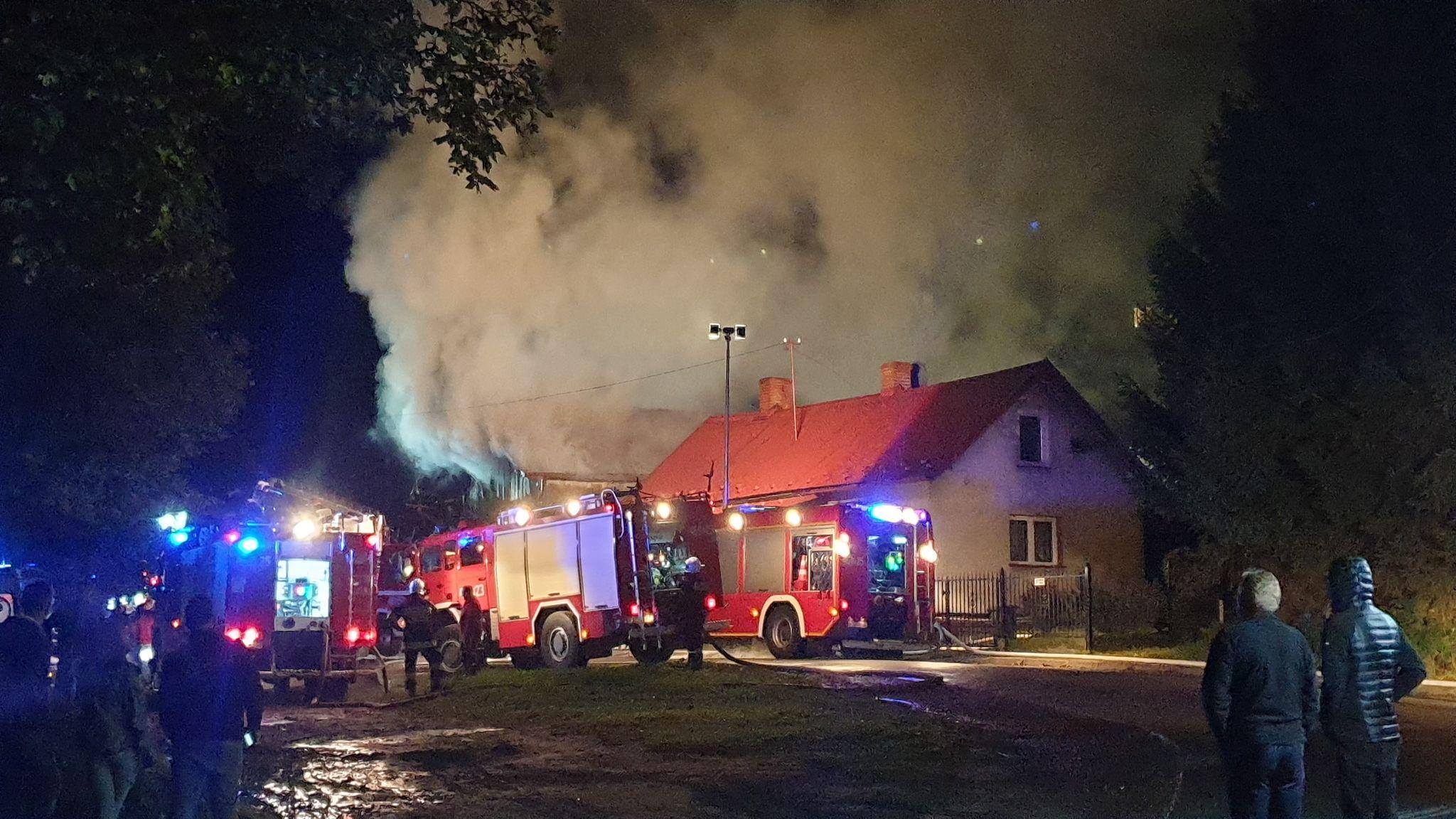 TERAZ! Gigantyczny pożar domu w Lesku [FOTO+VIDEO] - Zdjęcie główne