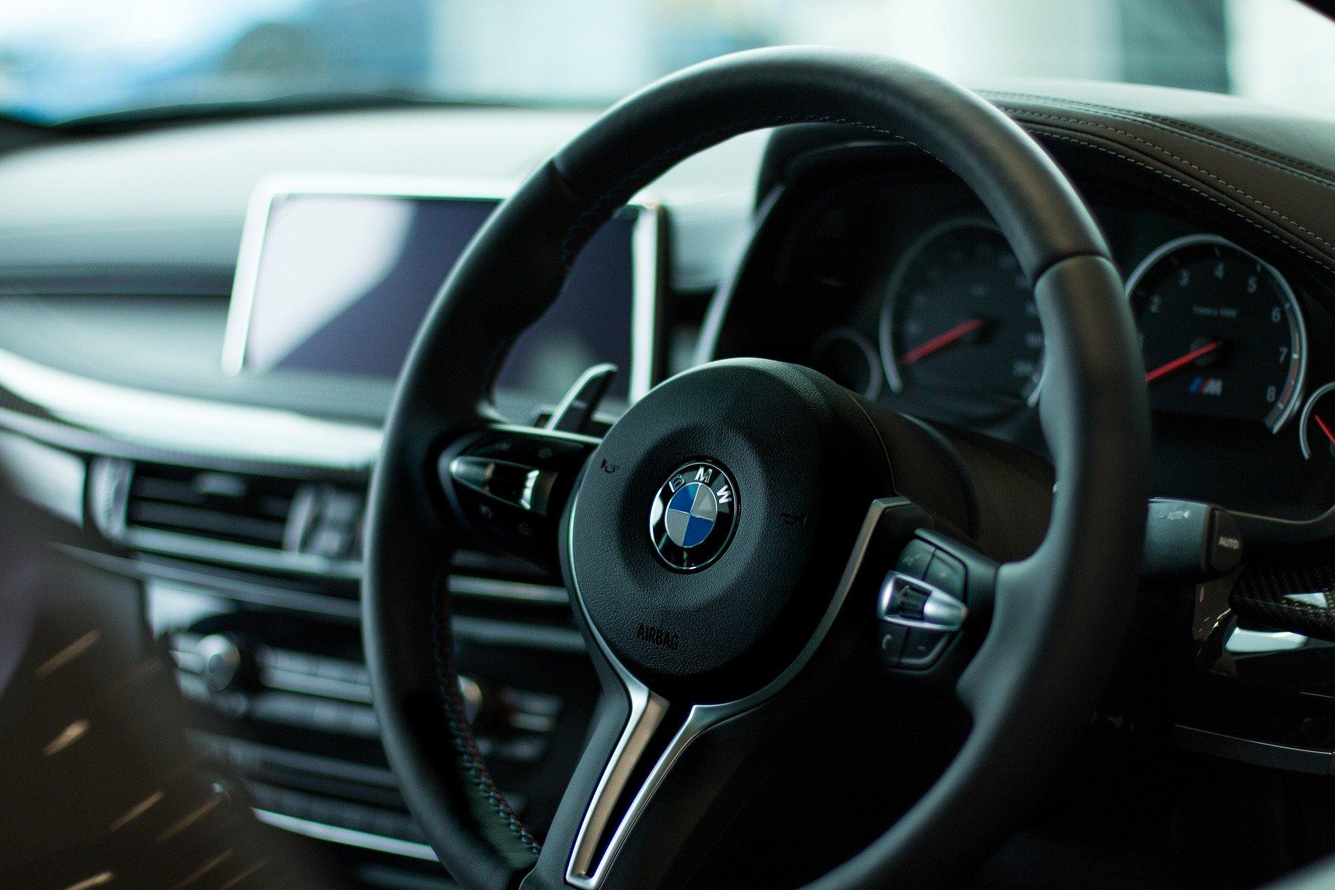 Kierowca BMW pędził 132 km/h w terenie zabudowanym - Zdjęcie główne