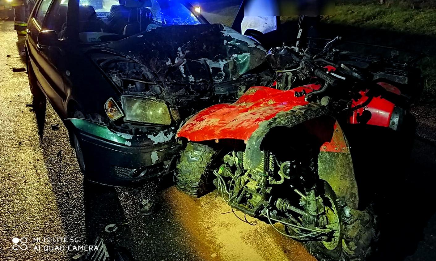 DYDNIA: Czołowe zderzenie quada z osobówką [FOTO] - Zdjęcie główne