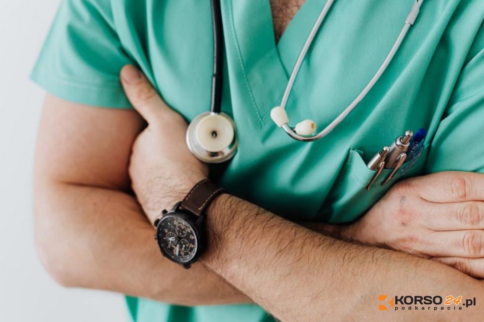 Lekarze POZ mają cennik za teleporady. Kwoty bulwersują! - Zdjęcie główne