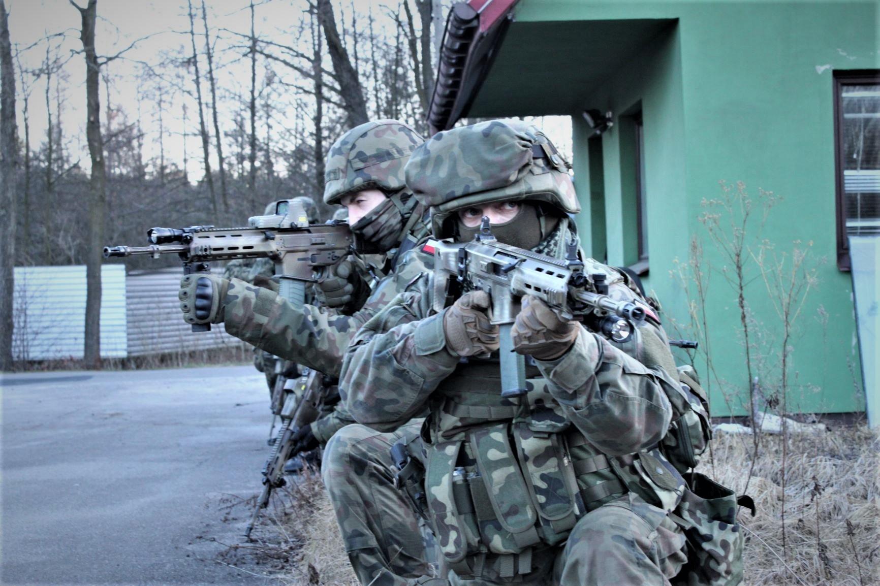 Pierwsze szkolenie terytorialsów z grupą interwencyjną policji z Mielca - Zdjęcie główne