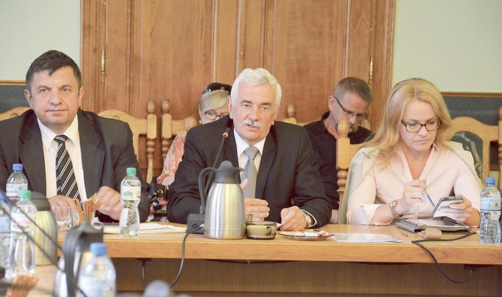 Radni powiatu sanockiego uchwalili budżet na 2018 rok - Zdjęcie główne