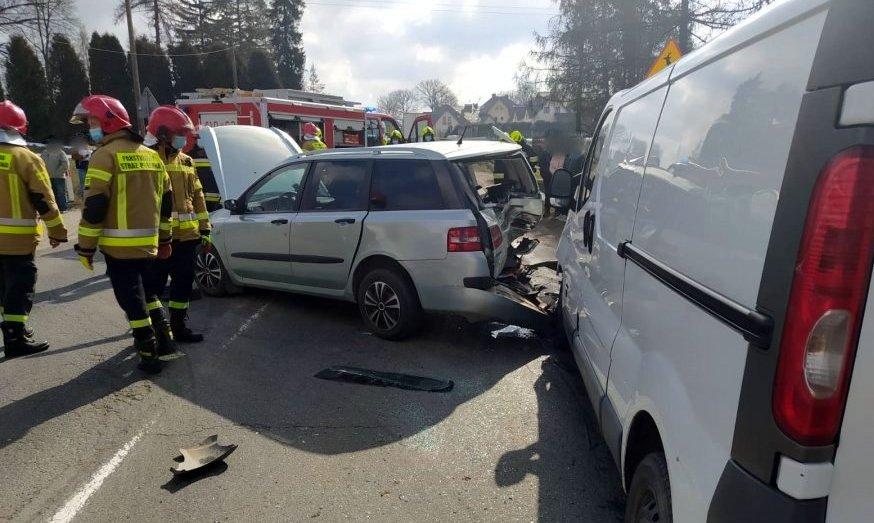 Groźne najechanie na tył pojazdu w Humniskach [ZDJĘCIA] - Zdjęcie główne