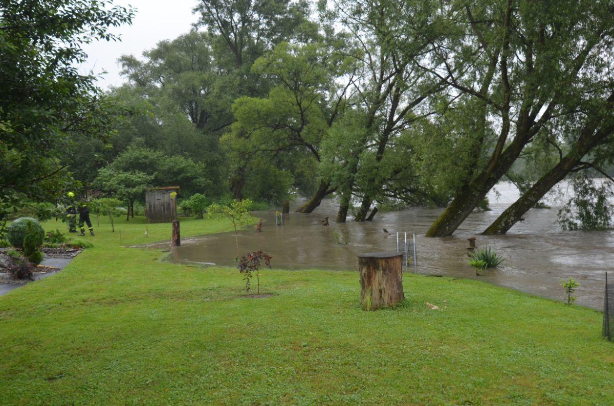 Bykowce: Wzburzony San zalał prywatną posesję [FOTO+VIDEO]  - Zdjęcie główne