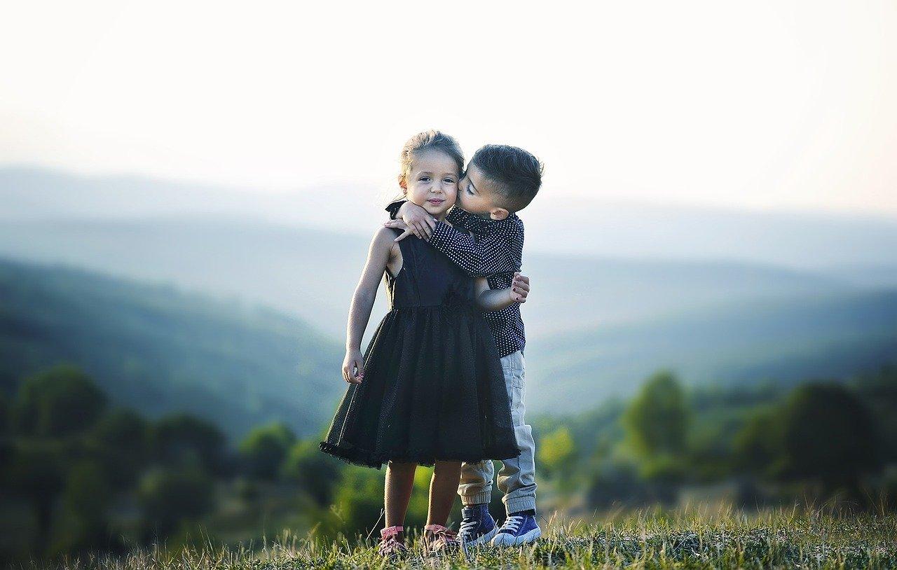 Dzisiaj Międzynarodowy Dzień Pocałunku - Zdjęcie główne