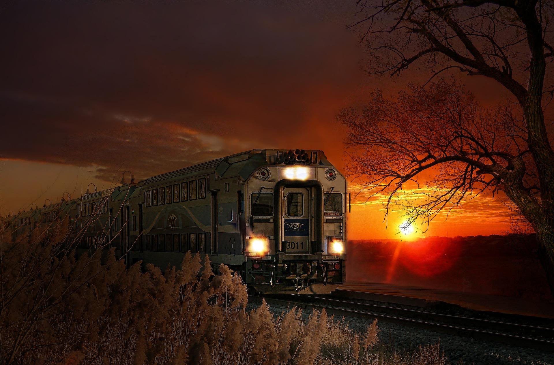 28-latka wjechała osobówką w lokomotywę - Zdjęcie główne