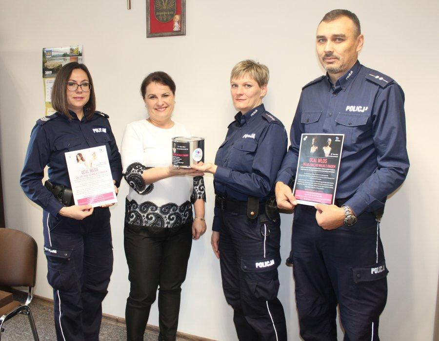 """Policjanci z Brzozowa wspierają akcję """"Ocal Włos""""  - Zdjęcie główne"""