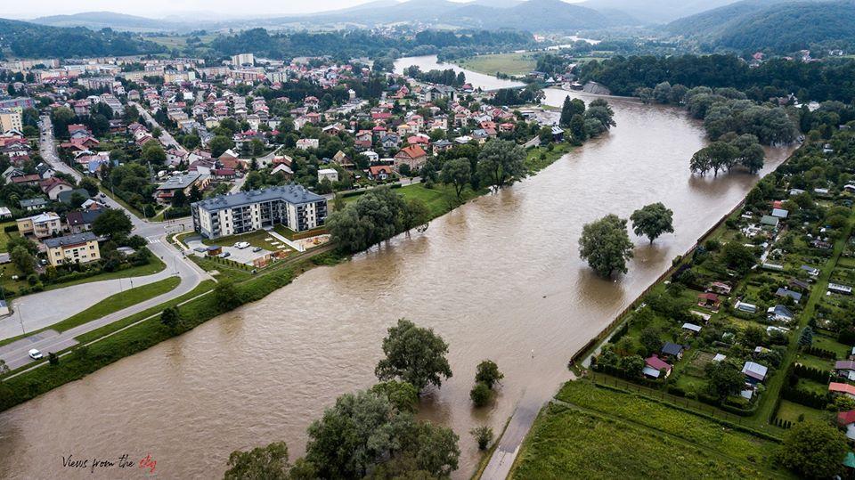 Zobacz powódź w Sanoku z lotu ptaka [FOTO] - Zdjęcie główne