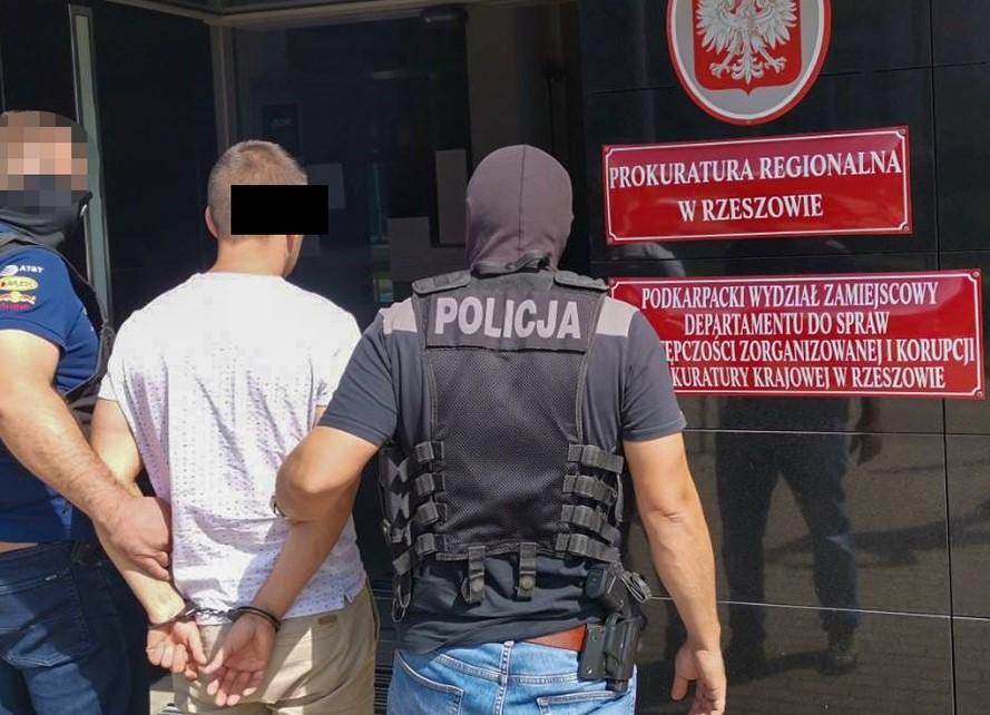 Międzynarodowy gang wyłudzał luksusowe auta. Akcja funkcjonariuszy BiOSG, CBŚP i Policji ukraińskiej [ZDJĘCIA+WIDEO] - Zdjęcie główne