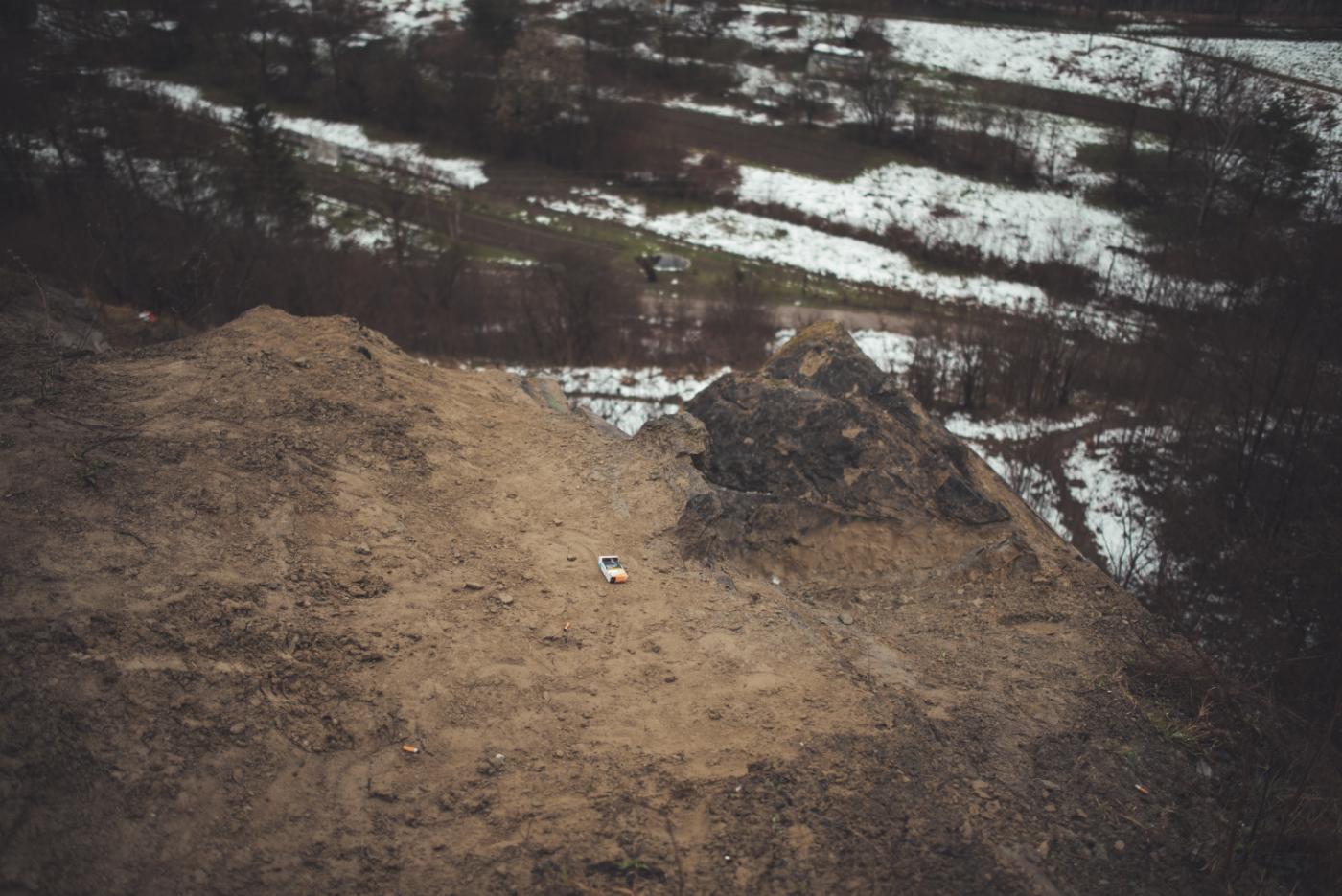 Tragiczny finał poszukiwań 17-latki z Sanoka. Ciało dziewczyny znaleziono na skałkach [ZDJĘCIA-WIDEO] - Zdjęcie główne