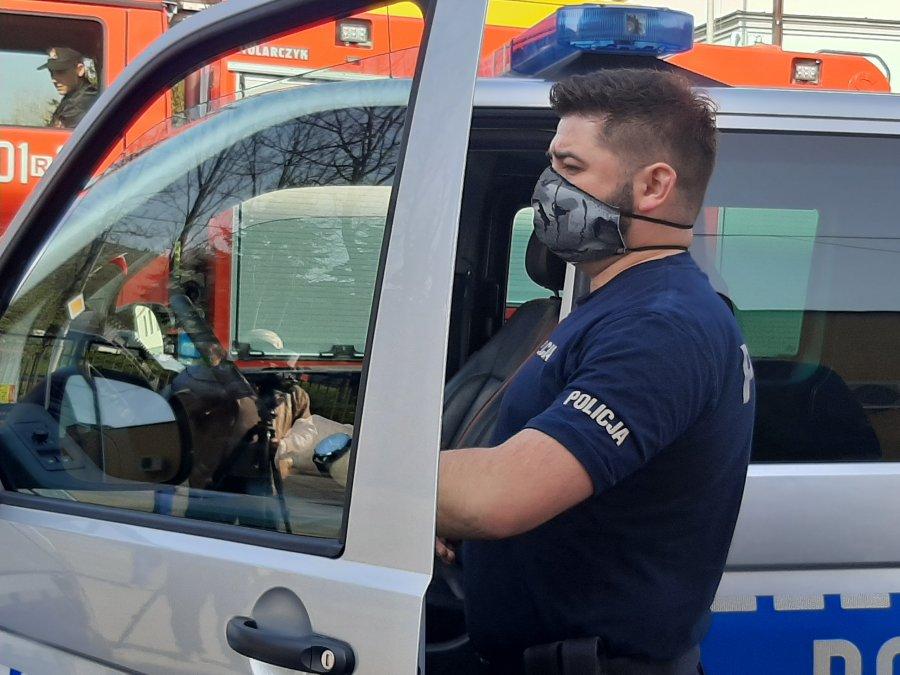 USTRZYKI DOLNE: Policjanci korzystają z urządzenia do ozonowania pojazdów i pomieszczeń [FOTO+VIDEO] - Zdjęcie główne