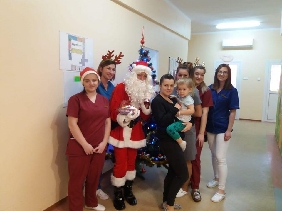 Mikołaj odwiedził oddział dziecięcy w sanockim szpitalu [FOTO] - Zdjęcie główne