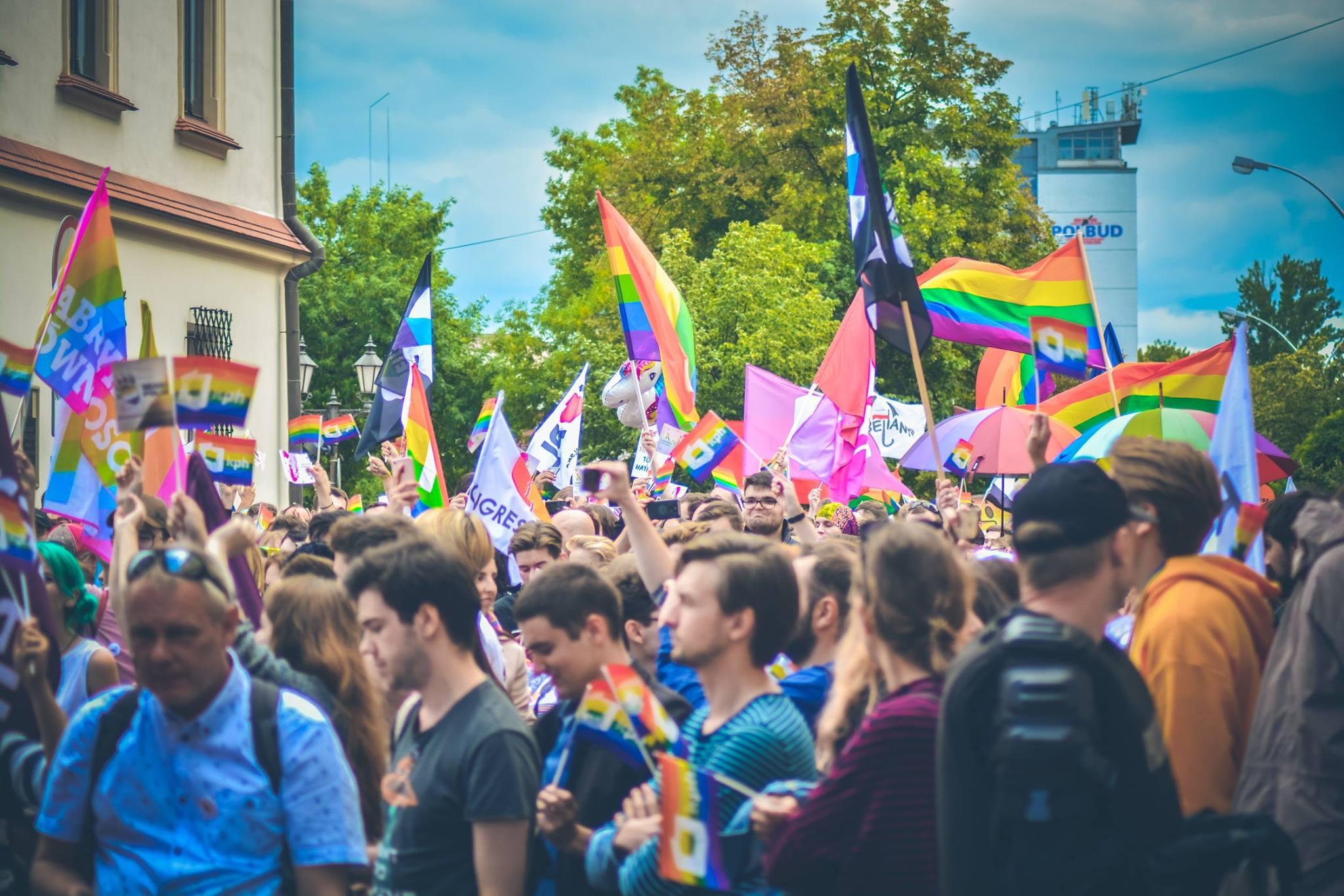 """PODKARPACIE: Stało się! Sejmik województwa uchyli uchwałę """"anty-LGBT"""" - Zdjęcie główne"""
