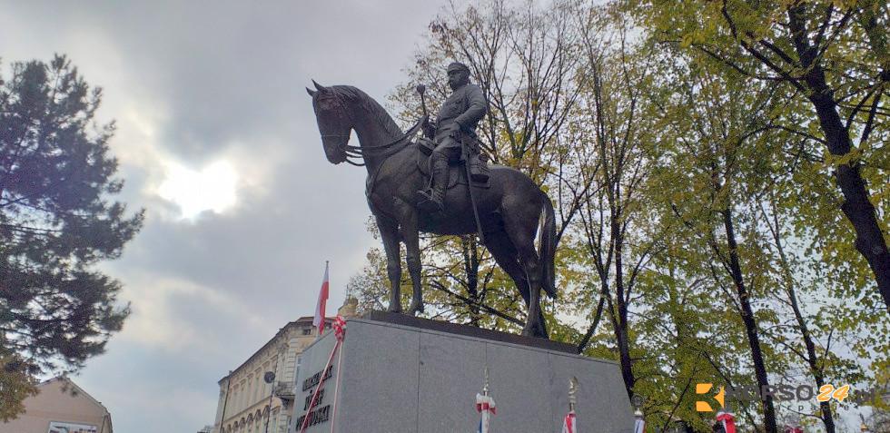 Odsłonięcie pomnika Józefa Piłsudskiego w Rzeszowie [FOTO+VIDEO] - Zdjęcie główne
