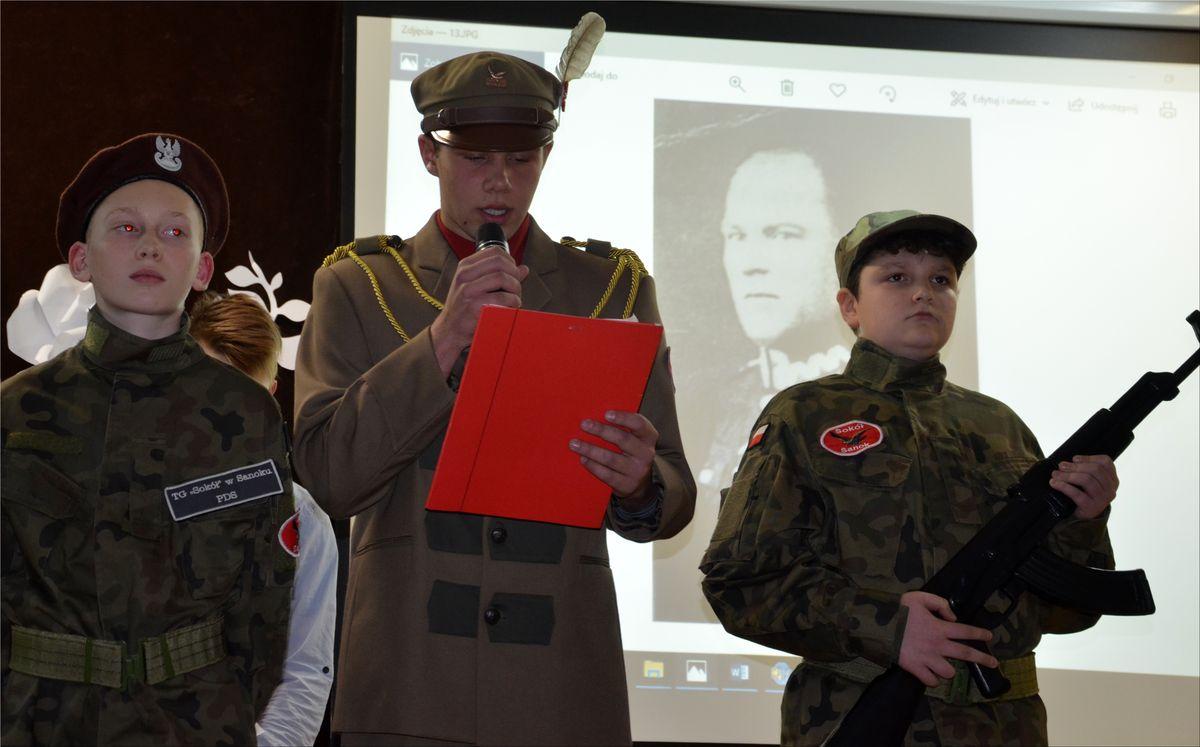 Patriotyczne uroczystości w Szkole Podstawowej nr 4 w Sanoku - Zdjęcie główne