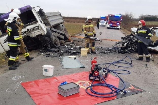 PODKARPACIE. Śmiertelny wypadek. Czołowe zderzenie z ciężarówką [FOTO] - Zdjęcie główne