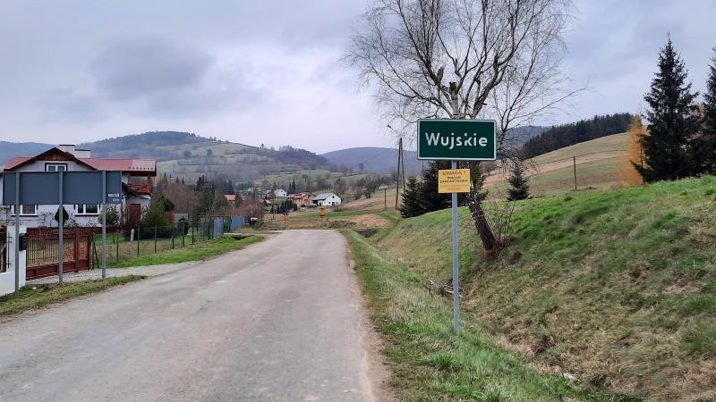 Powiat Sanocki. Remont nawierzchni drogi w miejscowości Wujskie  - Zdjęcie główne
