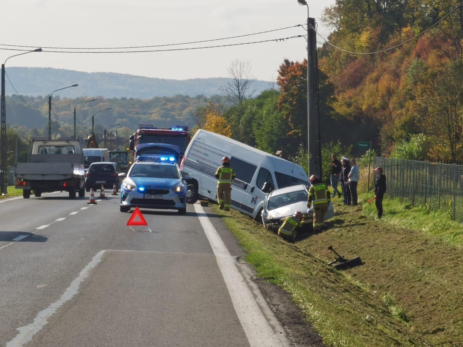 BYKOWCE: Kolizja busa z samochodem osobowym [ZDJĘCIA+WIDEO] - Zdjęcie główne