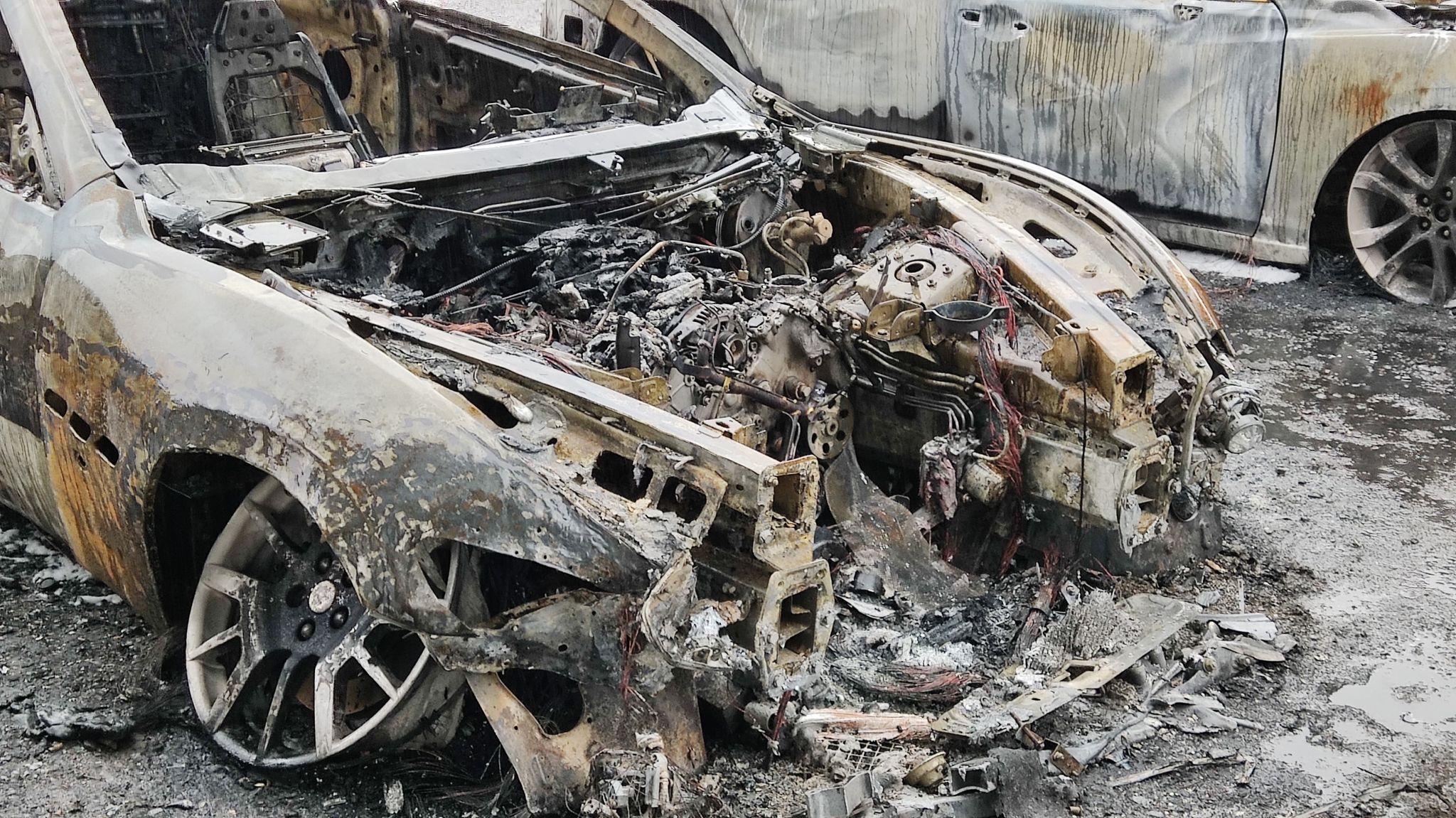 SANOK: 3 spalone samochody na parkingu przy ul. Białogórskiej! [ZDJĘCIA+VIDEO] - Zdjęcie główne