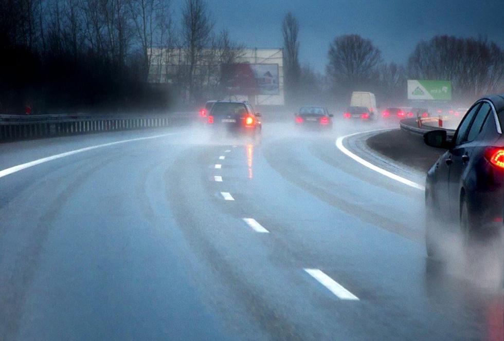 Uwaga kierowcy! Poranek w mroźnych barwach - Zdjęcie główne