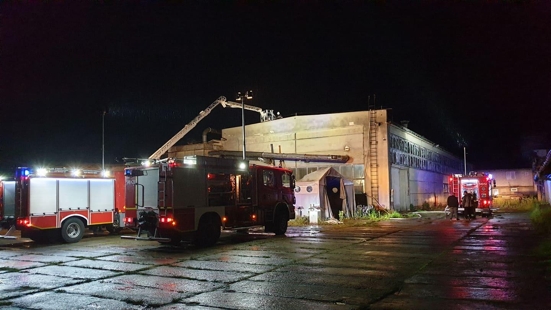 ZAGÓRZ: Pożar poszycia dachu hali produkcyjnej [ZDJĘCIA+WIDEO] - Zdjęcie główne