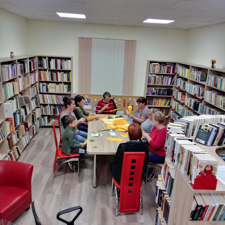 Warsztaty rękodzielnicze w bibliotece w Pisarowcach - Zdjęcie główne