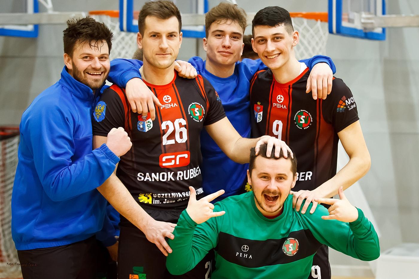 AZS UP TSV Sanok przegrywa na własnym parkiecie w I Lidze Podkarpackiej [FOTO] - Zdjęcie główne