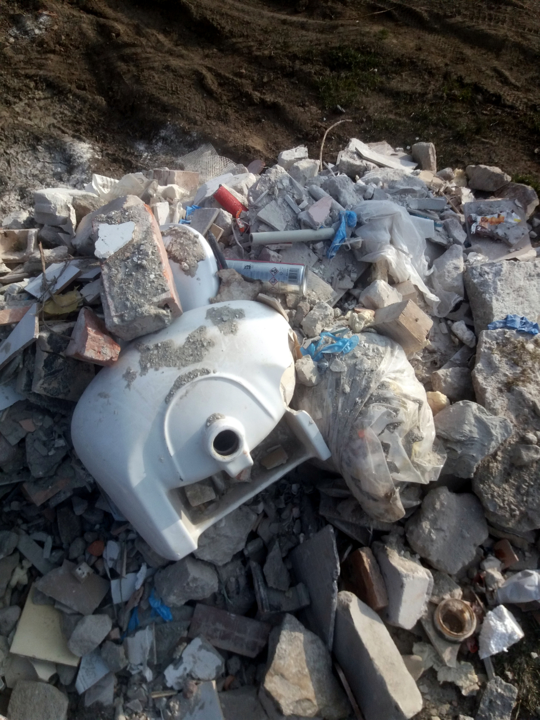 SYGNAŁY CZYTELNIKÓW: Wysypisko śmieci przy Ścieżce Przyrodniczo-Edukacyjnej [ZDJĘCIA] - Zdjęcie główne