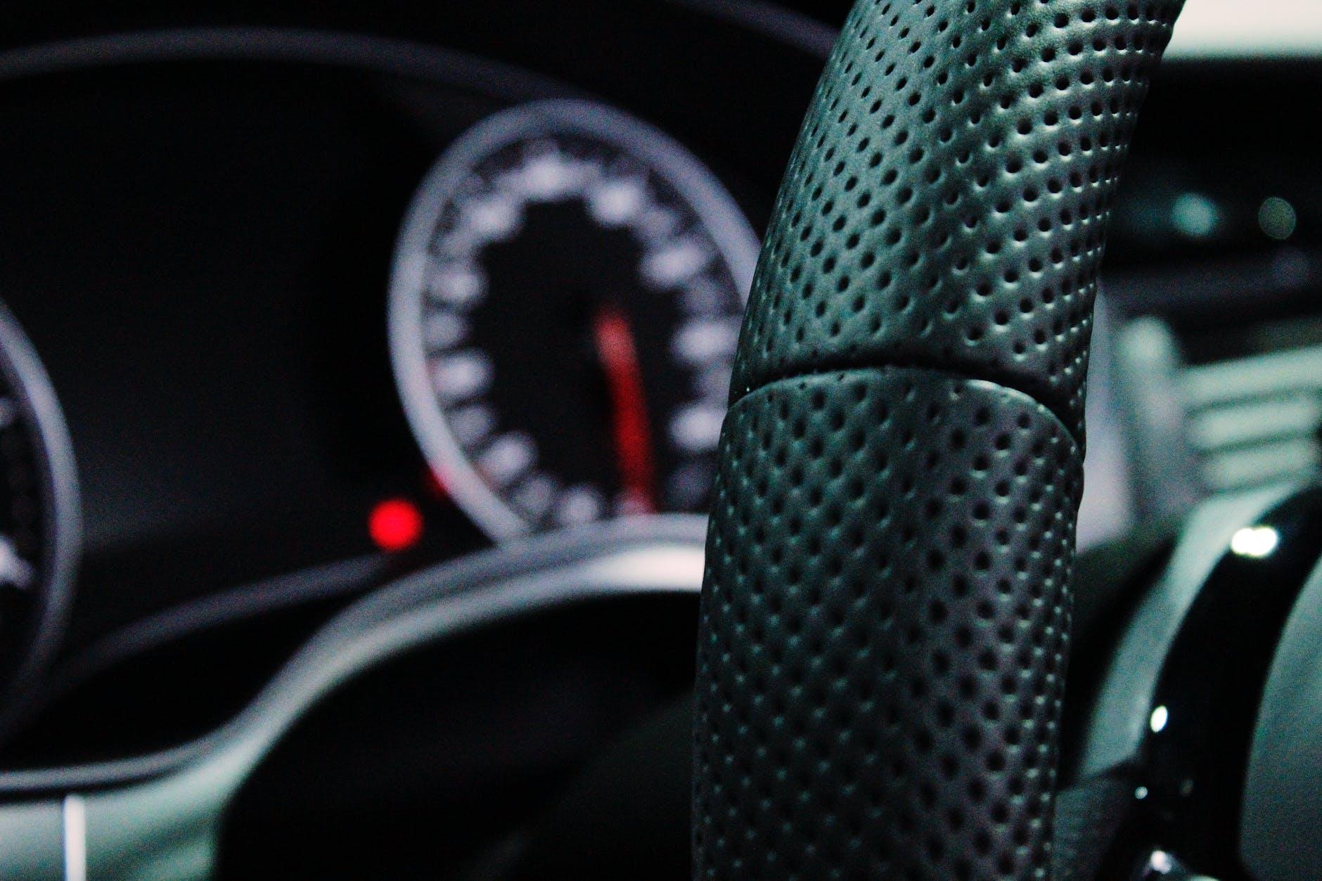Ubezpieczenia OC i AC a sprzedaż auta – to musisz wiedzieć - Zdjęcie główne