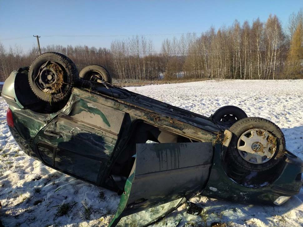Ciężarowy mercedes zderzył się z volkswagenem - Zdjęcie główne