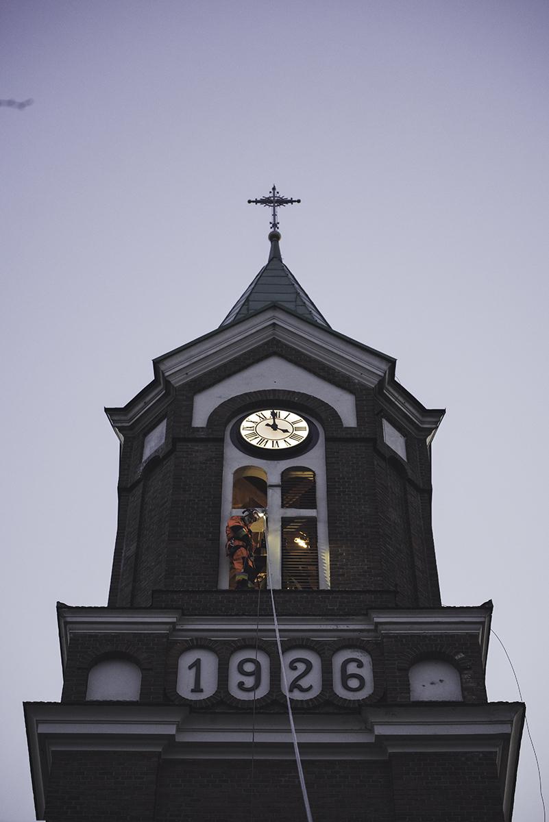 Brawurowa akcja na wieży kościoła w Niebieszczanach! [FOTO] - Zdjęcie główne