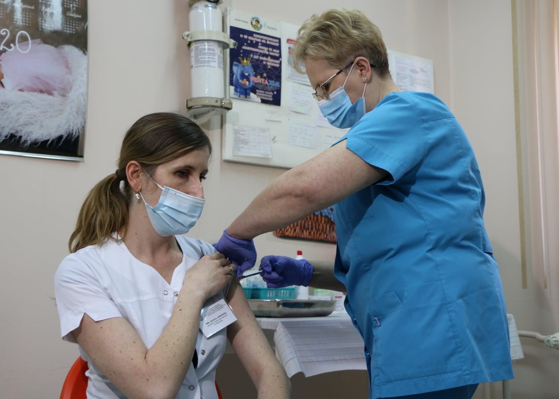 To początek trzeciej fali zakażeń koronawirusem! Co dalej z akcją szczepień? - Zdjęcie główne