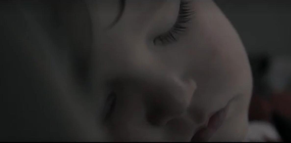 KU PRZESTRODZE! Zobacz jak umiera dziecko w nagrzanym samochodzie! [WIDEO] - Zdjęcie główne