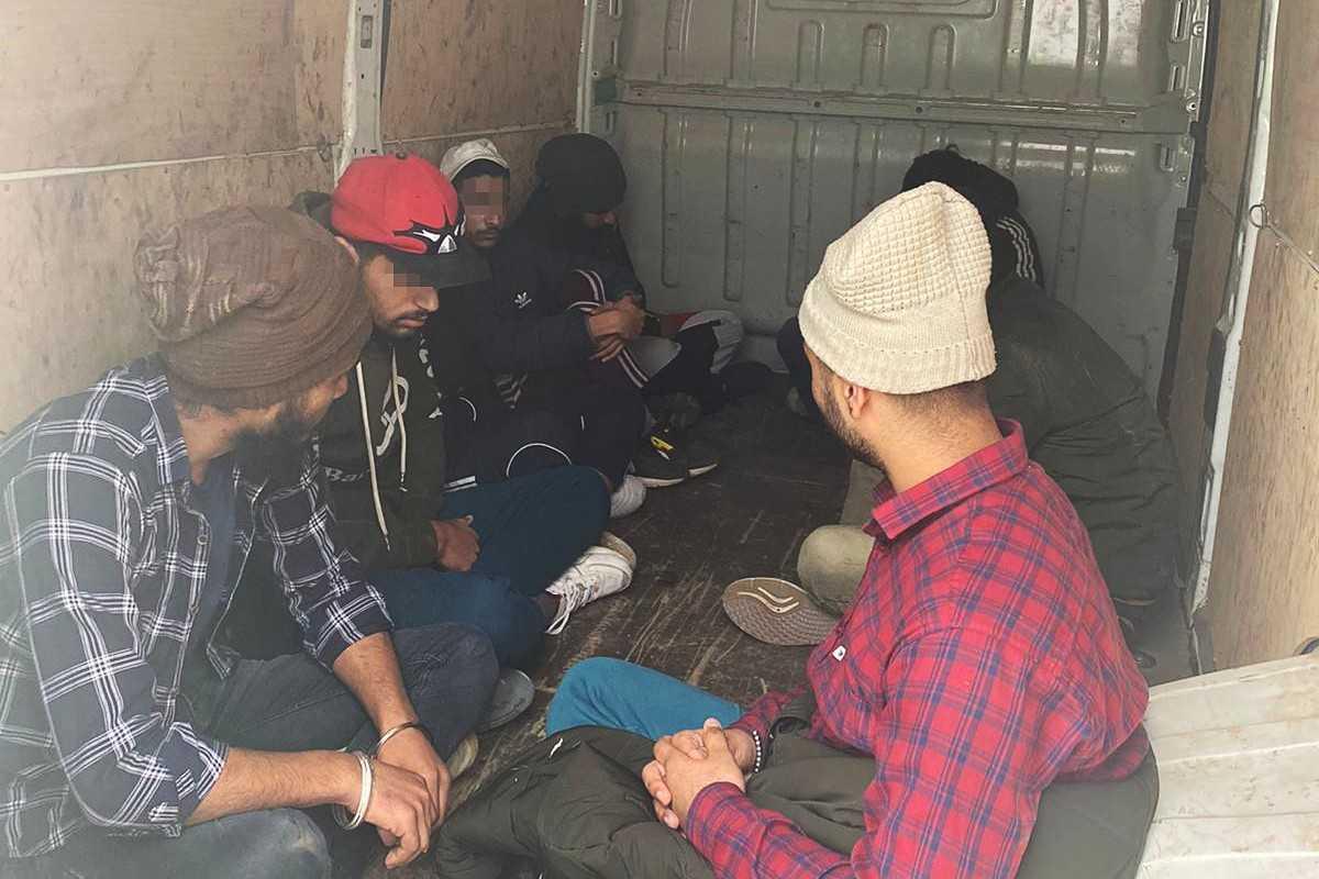Imigranci ukryci w busie. Zatrzymała ich Straż Graniczna - Zdjęcie główne