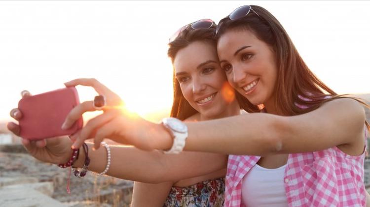 Jesteśmy pokoleniem selfie - Zdjęcie główne