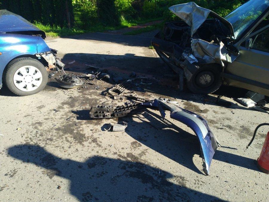 TZREŚNIÓW: Zderzenie samochodów osobowych. Jedna osoba trafiła do szpitala [ZDJĘCIA] - Zdjęcie główne