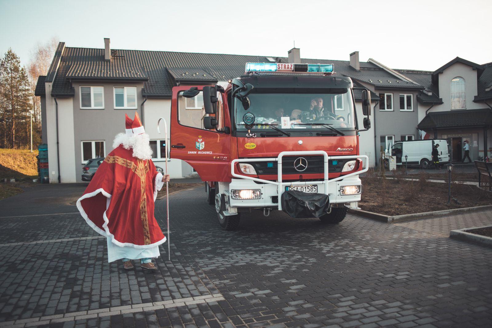 """Wizyta św. Mikołaja w DPS """"Światełko Nadziei"""" w Sanoku [FOTO+VIDEO] - Zdjęcie główne"""