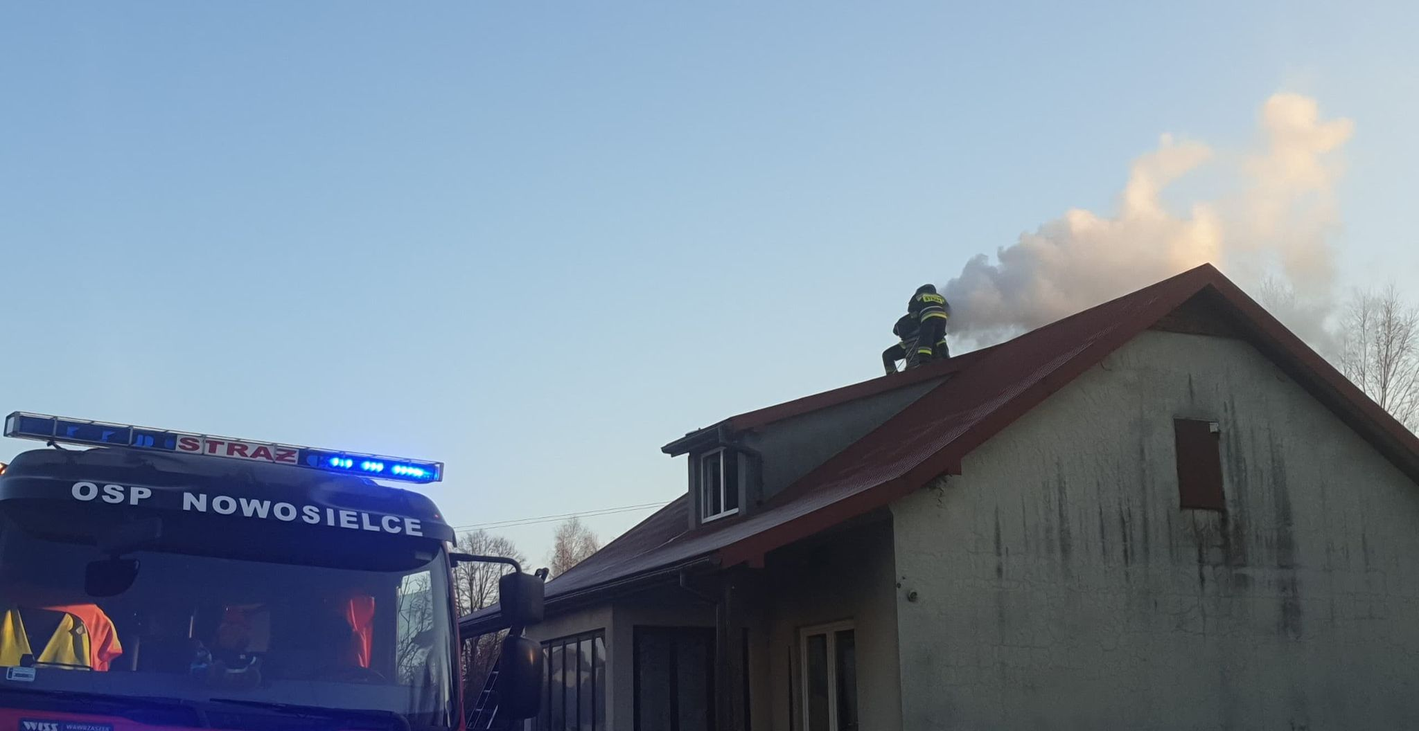 Z OSTATNIEJ CHWILI: Pożar sadzy w kominie [FOTO] - Zdjęcie główne