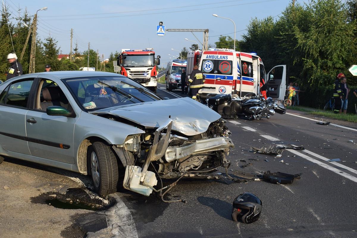 Z OSTATNIEJ CHWILI: Wypadek z udziałem motocyklistów w Długiem. Dwie ofiary śmiertelne FOTO - Zdjęcie główne