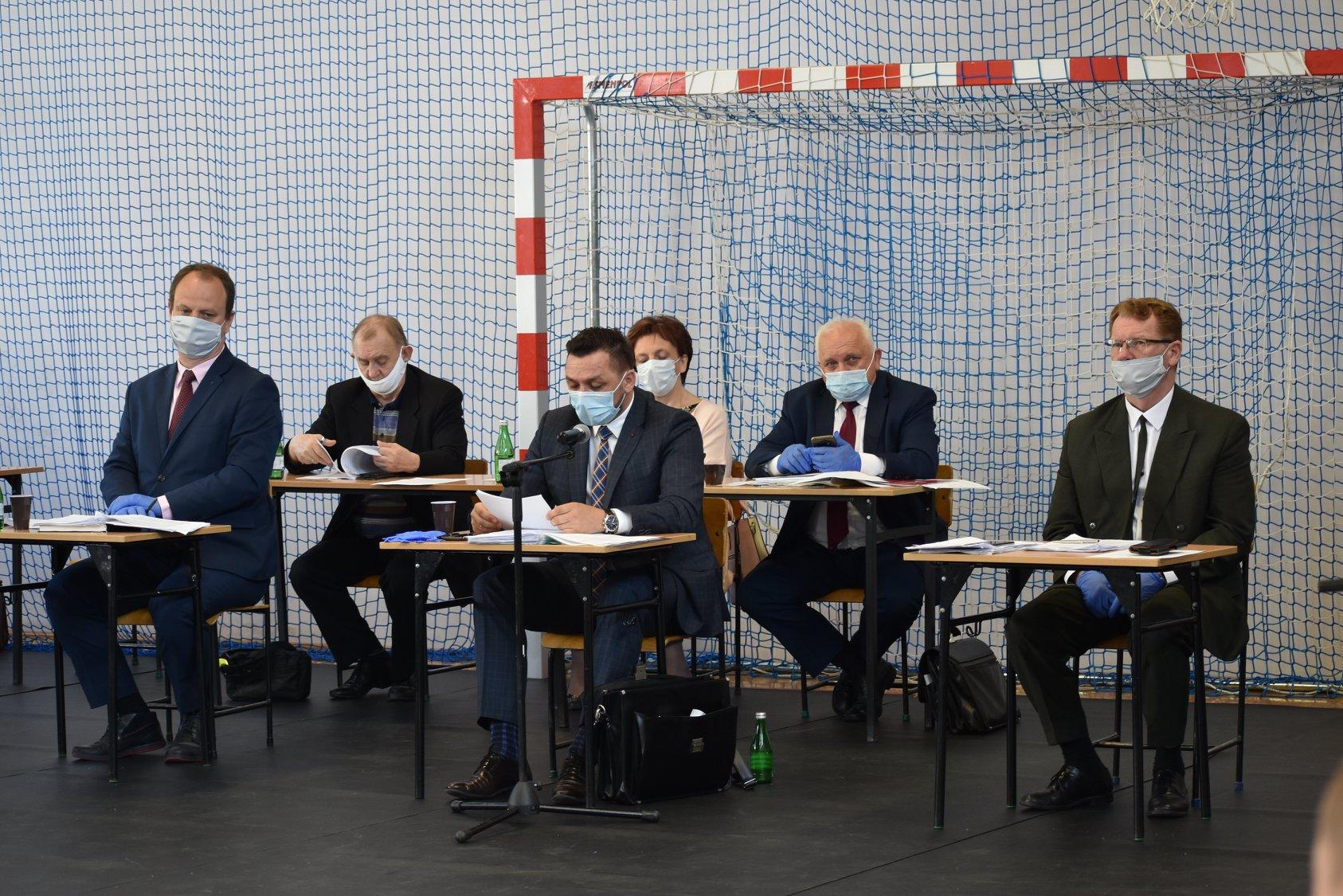 SANOK: Sprzedaż Sosenek, pomoc dla szpitala i inne ważne tematy na sesji Rady Miasta - Zdjęcie główne
