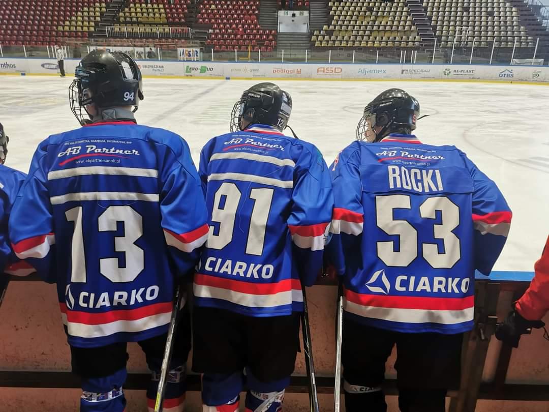 Niedźwiadki przegrywają z MMKS Podhale na turnieju w Oświęcimiu [ZDJĘCIA] - Zdjęcie główne