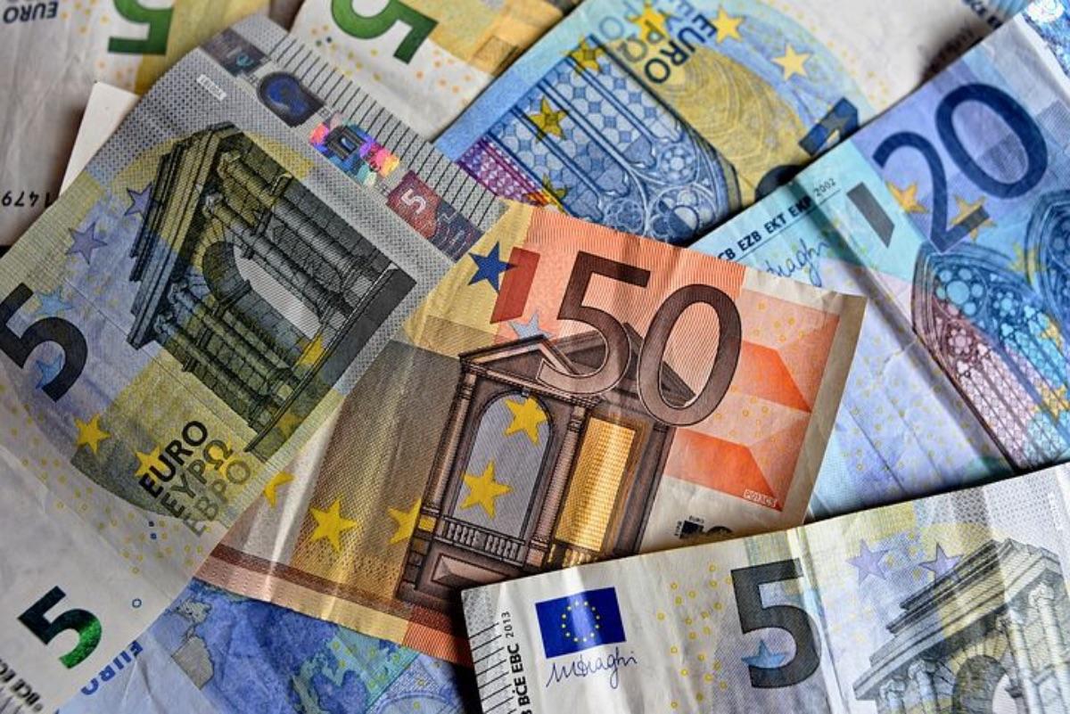 Przewoził ponad 33 tysiące euro, których nie zgłosił do kontroli - Zdjęcie główne
