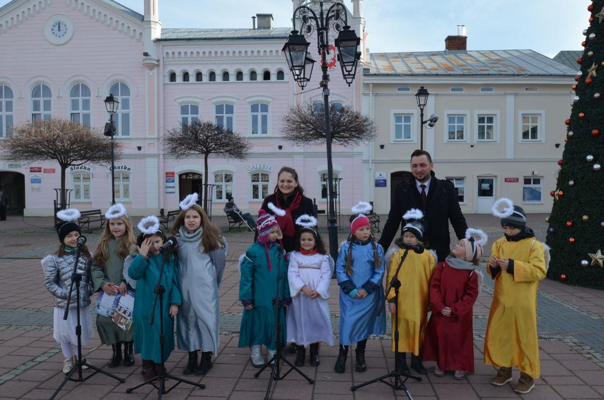 SANOK: Spotkanie świąteczne na Rynku [FOTO] - Zdjęcie główne