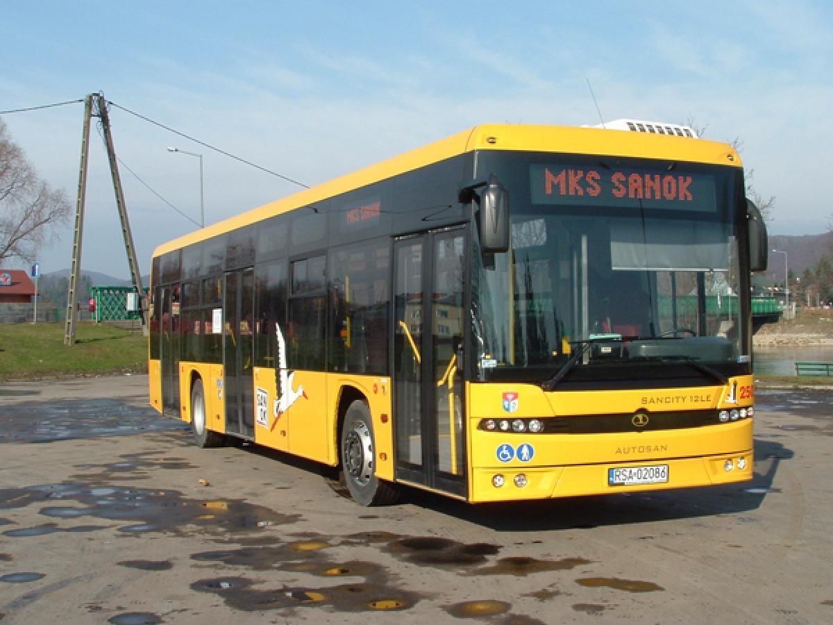 Na Święto Zmarłych zostają uruchomione dodatkowe kursy na liniach autobusowych w komunikacji miejskiej - Zdjęcie główne