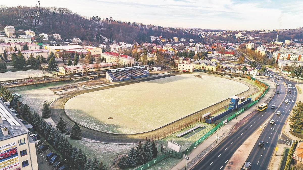 Stadion Wierchy w Sanoku odzyska swój blask. Podpisano umowę na jego modernizację - Zdjęcie główne