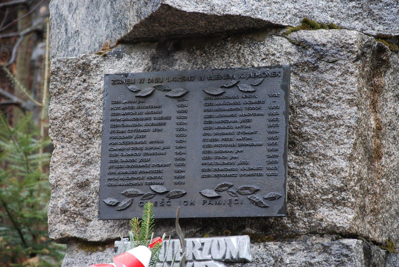 Kto nakazał usunięcie tablicy z nazwiskami zamordowanych żołnierzy?  - Zdjęcie główne