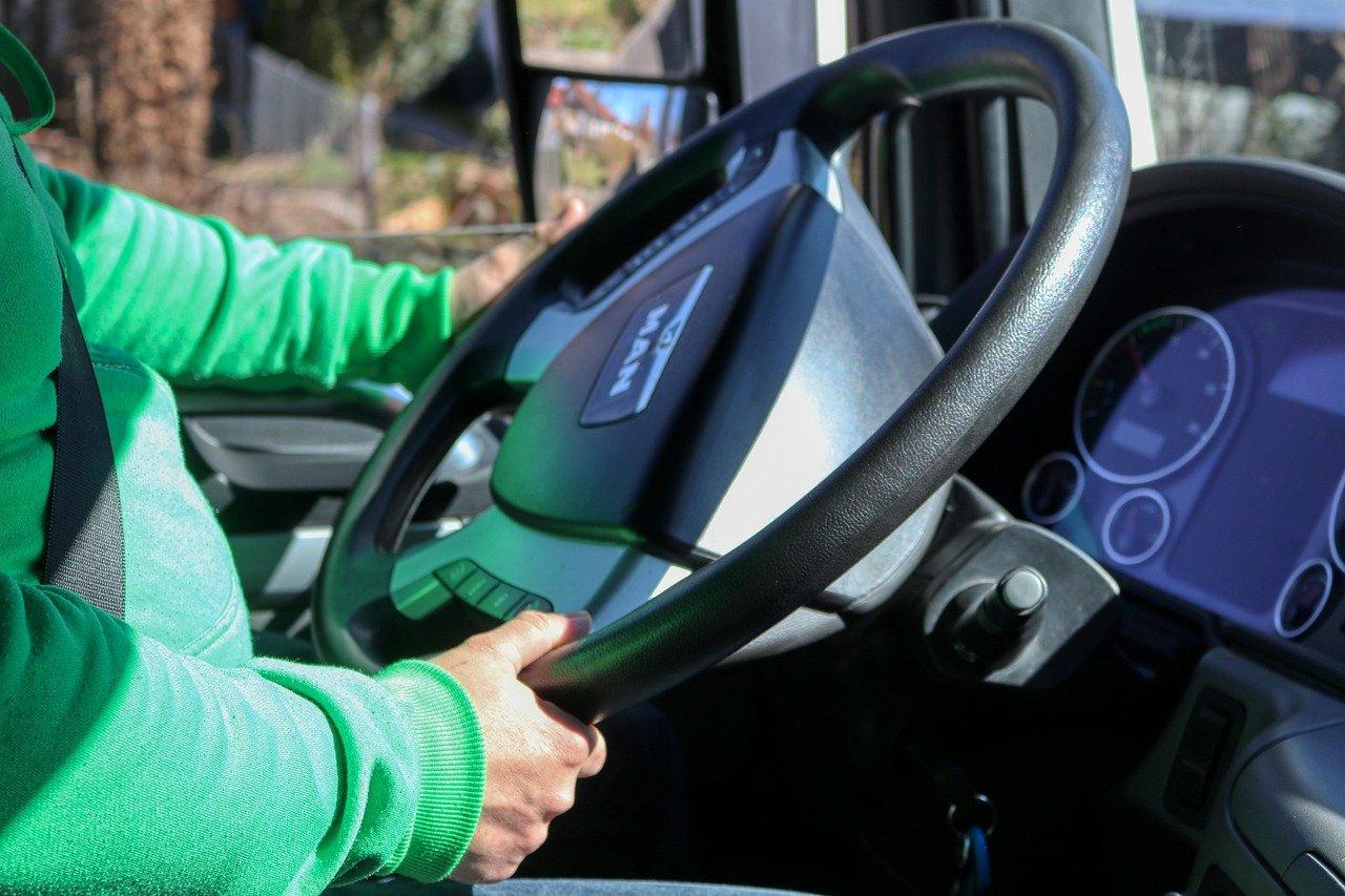 Możesz samodzielnie sprawdzić czy kierowca ma uprawnienia do kierowania pojazdem - Zdjęcie główne