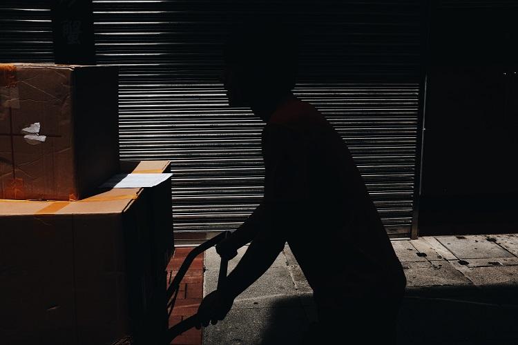 Czy przesyłki zagraniczne  z Sanoka muszą być kosztowne? - Zdjęcie główne
